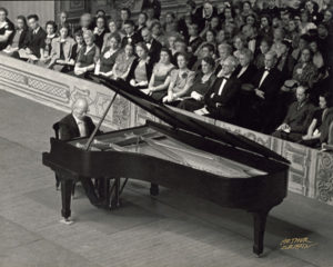 Igor Paderwski at the pianocopyright Arthur Griffin. Courtesy of the Griffin Museum of Photography